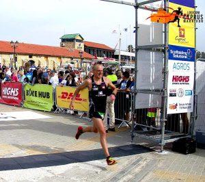 Zieleinlauf von Holger Federmann beim Logicom Cyprus Marathon.